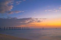 Мост захода солнца моря старый стоковое изображение rf