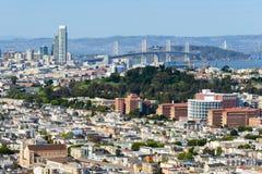 Мост залива и город Сан-Франциско стоковые изображения