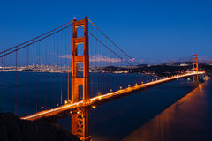 Мост золотистого строба к ноча в San Francisco Стоковые Изображения RF