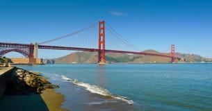 Мост золотистого строба от панорамы поля Crissy стоковая фотография