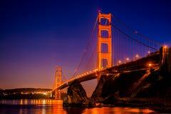 Мост золотого строба в Сан-Франциско, CA, как увидено от пункта перспективы около Horseshoe залива Стоковые Изображения