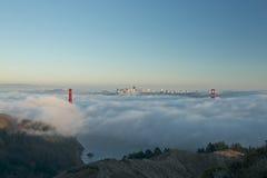 Мост золотого строба в тумане Стоковое Изображение RF