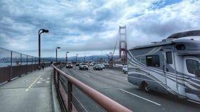 Мост золотого строба кораблей перекрестный Стоковые Фото