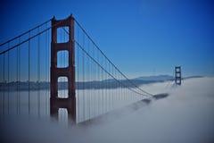 Мост золотого строба с туманом Стоковое Изображение RF