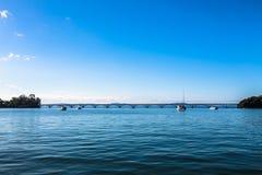 мост длиной над морем стоковые изображения rf