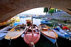 Мост и гавань деревни Icici в взгляде Opatija riviera стоковые фотографии rf
