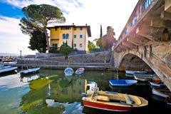 Мост и гавань деревни Icici в взгляде Opatija riviera стоковое фото rf