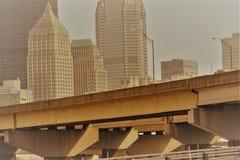 Мост и горизонт города Стоковое фото RF