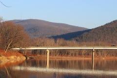 Мост и горы Стоковое фото RF