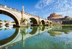 Мост и замок Sant Angelo, Рим Стоковые Фотографии RF