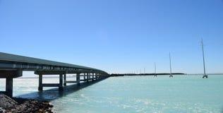 Мост и опоры линии электропередач Стоковое Фото