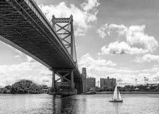 Мост и парусник Филадельфии ben Франклина Стоковая Фотография RF