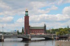 Мост и ратуша Стокгольм, Швеция Стоковая Фотография
