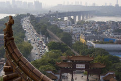 Мост и старый китайский сад Стоковые Изображения