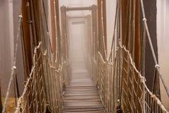 Мост и туман веревочки стоковая фотография