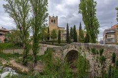 Мост и церковь Сан-Хуана в Aranda de провинция Duero, Бургоса, стоковые фото