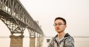 Мост и человек Стоковая Фотография
