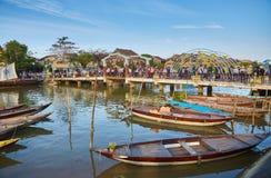 Мост и шлюпки Hoi Стоковое Фото