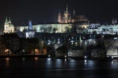 Мост Карла и замок Праги Стоковое фото RF