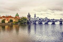 Мост Карла в Праге Винтажный взгляд Стоковое Фото