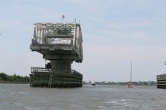 мост качания Сойера ben который соединяет sullivan& x27; остров s для того чтобы установить крестьянина Стоковое Изображение RF