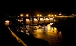Мост кирпича в Kuldiga, Латвии стоковое фото