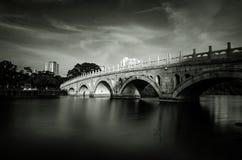 Мост китайского сада Стоковые Фотографии RF