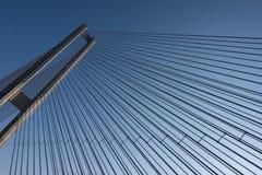 Мост, конструкция стальных веревочек современная стоковые фото