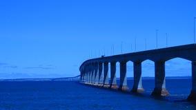 Мост конфедерации в небе утра Стоковые Фото