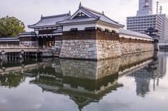 Мост, который нужно очаровать на замке Хиросимы с стеной для того чтобы защитить Стоковые Фото