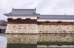 Мост, который нужно очаровать на замке Хиросимы с стеной для того чтобы защитить Стоковая Фотография RF
