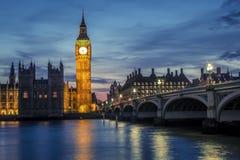 Мост к ноча, Лондон Вестминстера, Великобритания Стоковые Фото