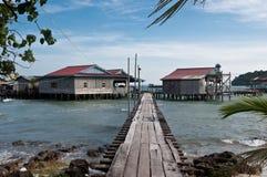 Мост к плавая деревне в Вьетнаме Стоковое Изображение