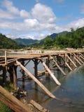 Мост к Daraitan Филиппинам Стоковые Фото