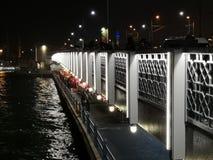 Мост лимана города ночи Стамбула стоковая фотография