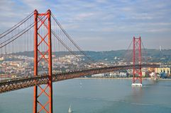 Мост Лиссабона на заходе солнца Стоковое Изображение RF