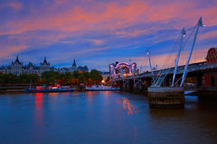 Мост Лондона Ватерлоо в Реке Темза Стоковая Фотография