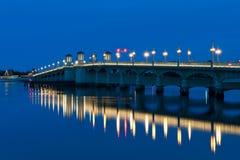 Мост львов на сумерк Стоковые Фото