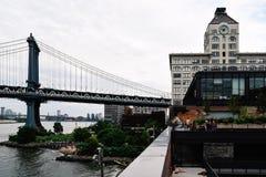 Мост Манхаттана от крыши здания DUMBO стоковое фото