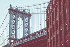Мост Манхаттана увиденный от Dumbo, Бруклина, Нью-Йорка, США стоковая фотография