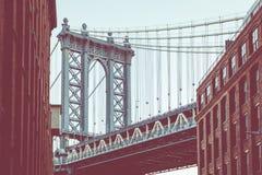 Мост Манхаттана увиденный от Dumbo, Бруклина, Нью-Йорка, США стоковое изображение rf