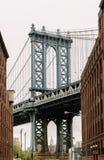 Мост Манхаттана увиденный от Dumbo, Бруклина, Нью-Йорка Стоковое Изображение RF