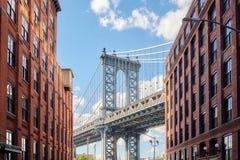 Мост Манхаттана увиденный от Dumbo, Нью-Йорка, США стоковая фотография rf