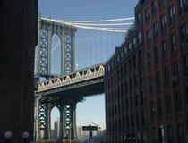 Мост Манхэттена от района Dumbo исторического стоковая фотография