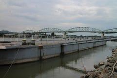 Мост Марии валерии между Венгрией и Словакией, Дунаем, Esztergom/Ostrihom стоковая фотография rf