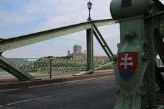 Мост Марии валерии с символом положения словака и базиликой Esztergomi, Дунаем, Esztergom стоковые изображения
