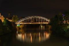 Мост металла в Бамберге на ноче Стоковая Фотография