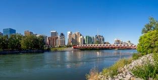 Мост мира spanning река смычка Стоковая Фотография