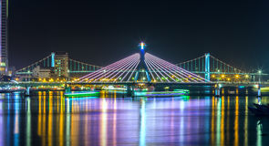 Мост моста и Thuan Phuoc Рекы Han на ноче Стоковые Фото