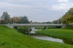 Мост над днем реки Стоковая Фотография